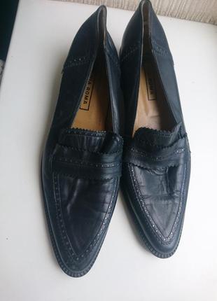 Чёрные кожаные туфли р-р 39 каблук 3см стелька 25см ,на узкую ногу