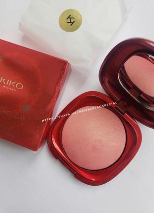 Запеченные румяна с металлическим финишем kiko milano magical holiday radiant blush тон 02