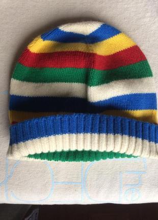 Милая шерстяная шапка benetton