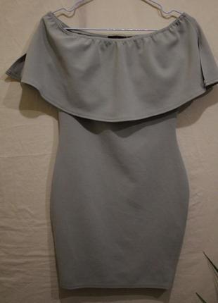 Обтягивающее мини платье с открытыми плечами