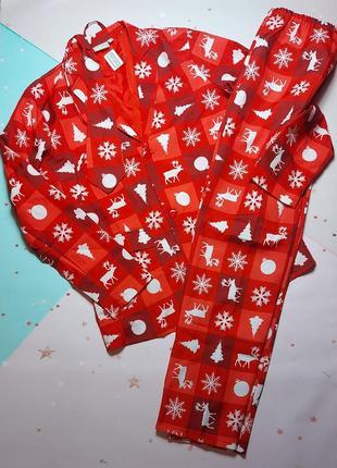 Новогодний костюм тройка: штаны,пиджак и галстук.