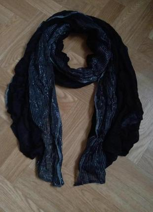 Нарядный мужской женский шарф c&a с люрексом по краю.