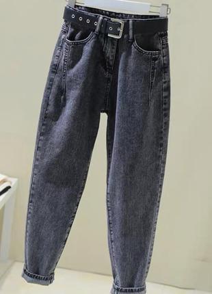 Стильные серые укорочение джинсы бананы мом бойфренды