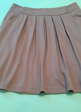 Симпатичная юбочка,на теплую осень,спереди плиссировка.стиль милитари