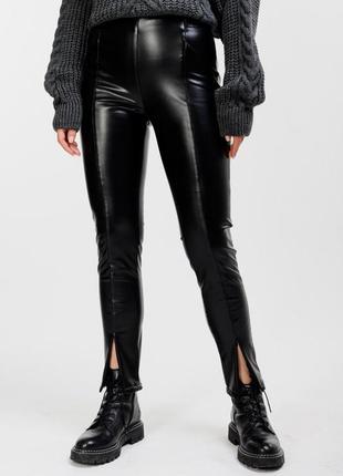 Женские кожаные лосины черные с молниями спереди внизу