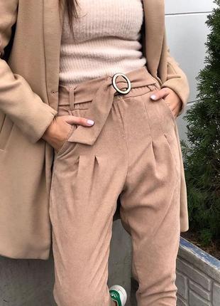 Стильные брюки с поясом трендовые вельветовые  беж