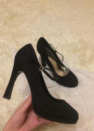 Женские черные туфли натуральная замша с ремешком new look