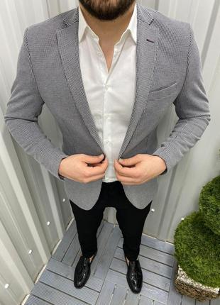 Стильный  серый мужской пиджак классический.