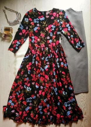 Черное натуральное длинное платье в пол цветочный принт с рукавами рюшами красный синий