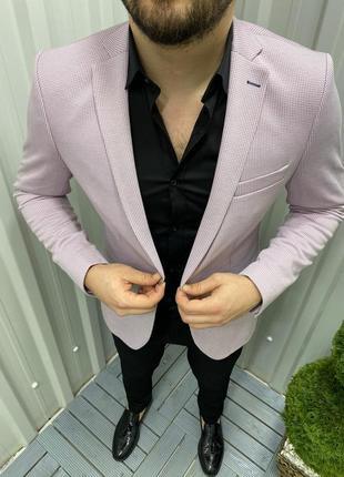 Классический светло розовый мужской стильный пиджак.