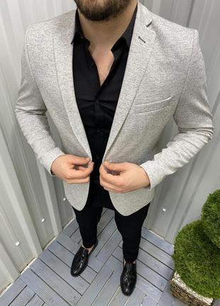 Классический мужской пиджак бежевый с серым