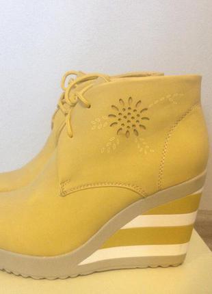 Продам взуття фірми jennifer