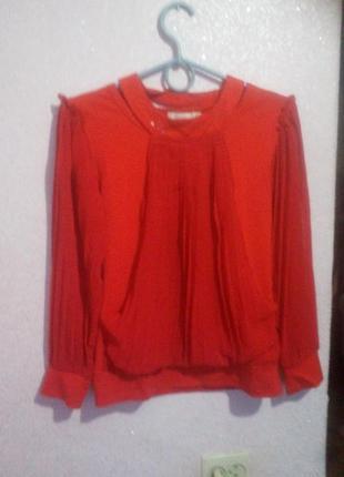 Красная блуза с шифоновыми рукавами