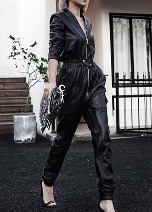 Мега крутой кожаный комбинезон