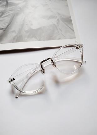 Очки для имиджа в прозрачной оправе