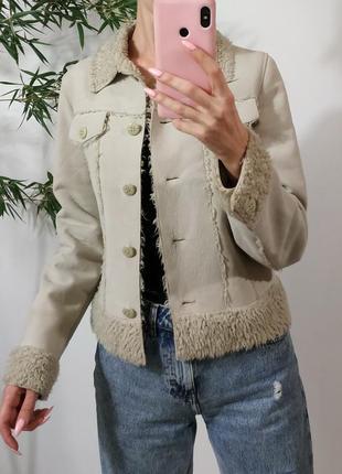 Актуальная укороченная куртка-дубленка