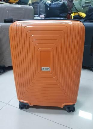 Очень вместительный чемодан с расширением на 4 колеса