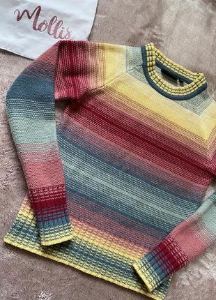 Радужный свитер