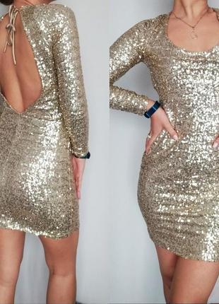 Платье в паетку с открытой спиной