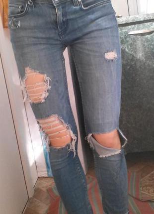 Стрейчевые джинсы zara с дырками и потертостями