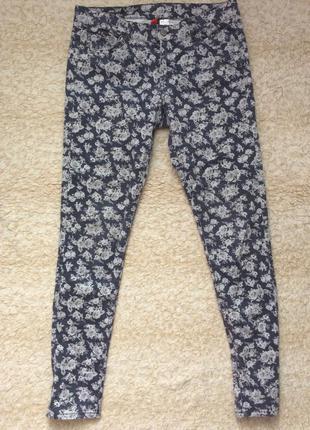 Удобные джинсы в цветочек