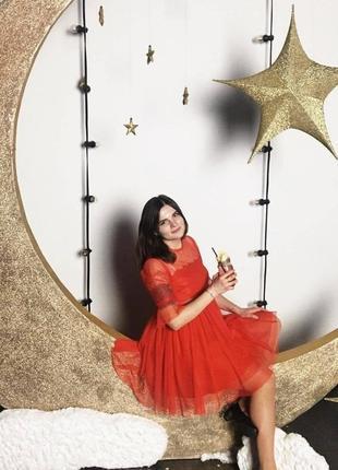 Красное праздничное платье asos с фатиновой юбкой