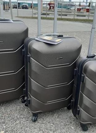 Дорожный чемодан wings серого цвета
