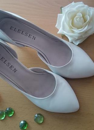 Туфли кожаные белые на каблуке elelsen
