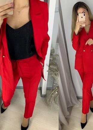 Стильный классический костюм, жакет и брюки, красный