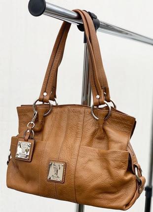 Идеальная кожаная сумка итальянского бренда tignanello