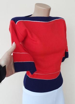 Укороченный свитерок тонкой вязки