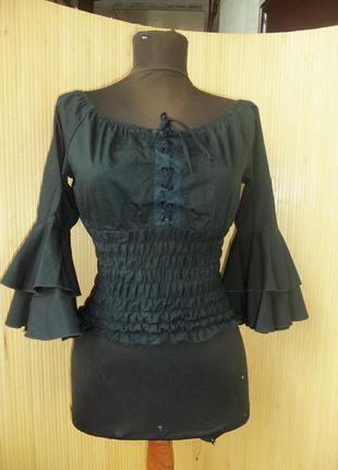 Блуза с открытыми плечами со шнуровкой