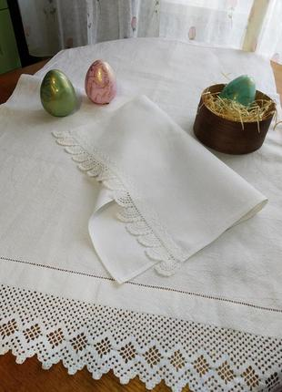 Дорожка и салфетка-полотенце с натуральным кружевом.