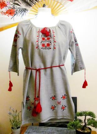 Серая туника - платье вышиванка с красными цветами и поясом, р.xs-s