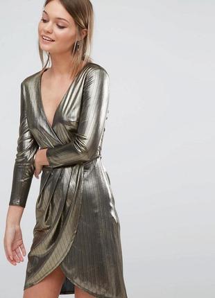 Нарядное платье цвета металлик с декольте и запахом спереди от new look