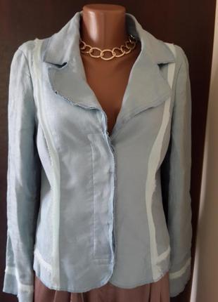 Нежно голубой льняной пиджак