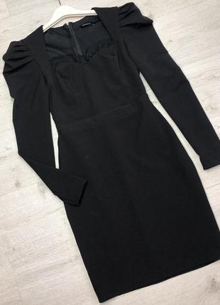 Чорна сукня з рукавами ліхтариками