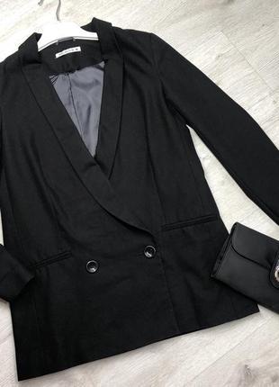 Чорний оверсайз піджак