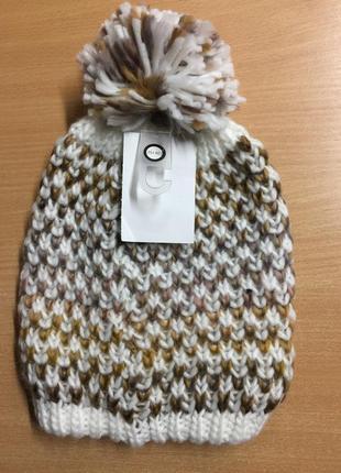 Тепла жінога шапка бренду c&a
