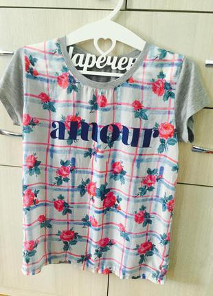 Симпатичная  серая футболочка с надписью amour