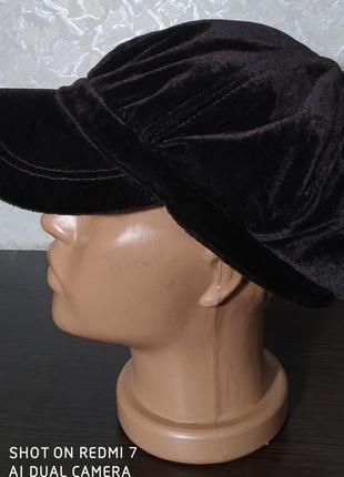 Стильная кепи, кепка с козырьком, фуражка.