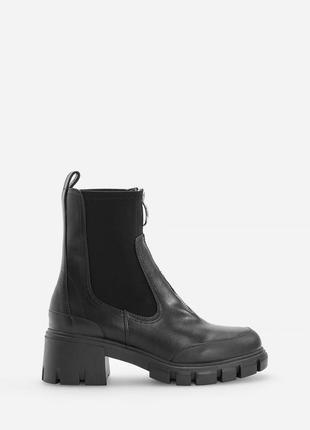Чёрные ботинки сапожки молния спереди массивные эластичная вставка тракторная ботильоны