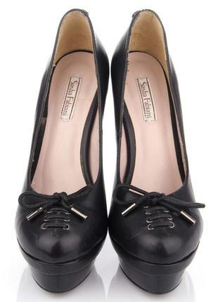 Новые кожаные туфли sasha fabiani 36( loubotin zanott casadei