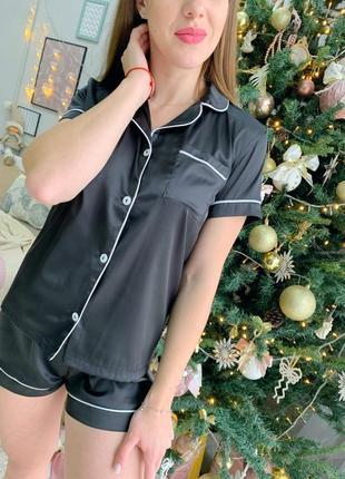 Шелковая пижама в стиле victoria secret. атласная пижама шорты и рубашка черная. хс-л.