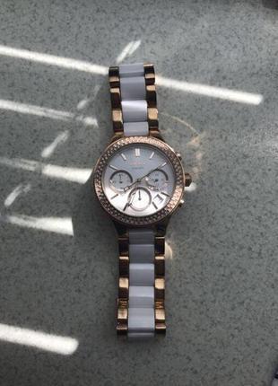 Оригинальные часы dkny