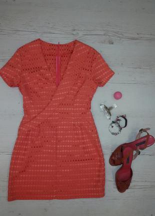 Элегантное и простое корраловое мини платье.