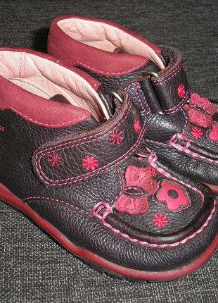Ботиночки для девочки clarks