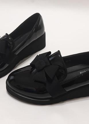 Стильные женские лаковые туфли на танкетке 4.5 см. с бантиком
