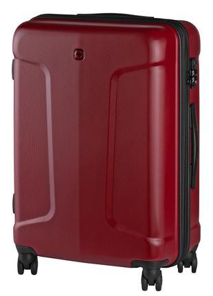 Пластиковый красный дорожный чемодан на колесах