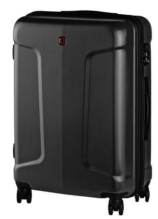 Черный дорожный пластиковый чемодан на колесах wenger